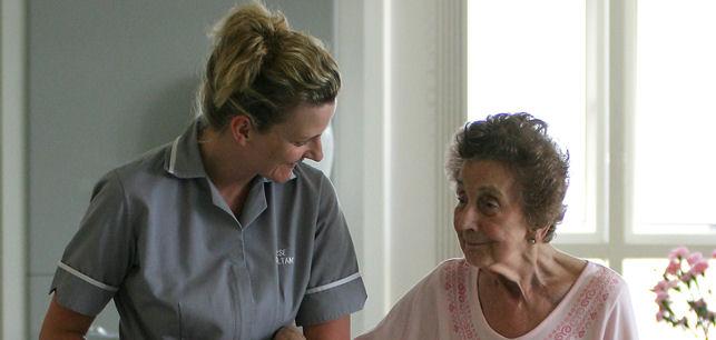 Nurse Specialist with elderly patient.